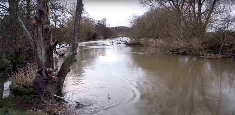 lure fishing in flooded rivers for pike